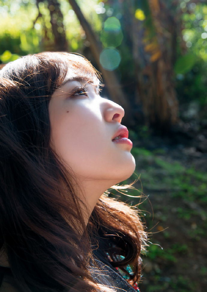 《moRe》丰田萌绘1st写真集