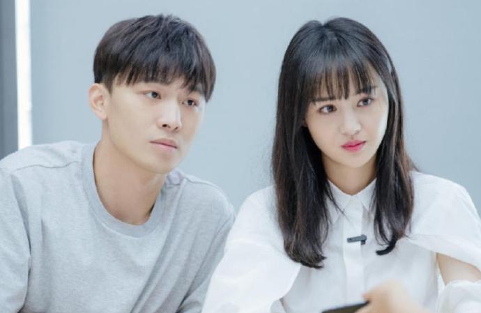 郑爽被曝1.6亿天价片酬 日薪208万!力压巨石强森
