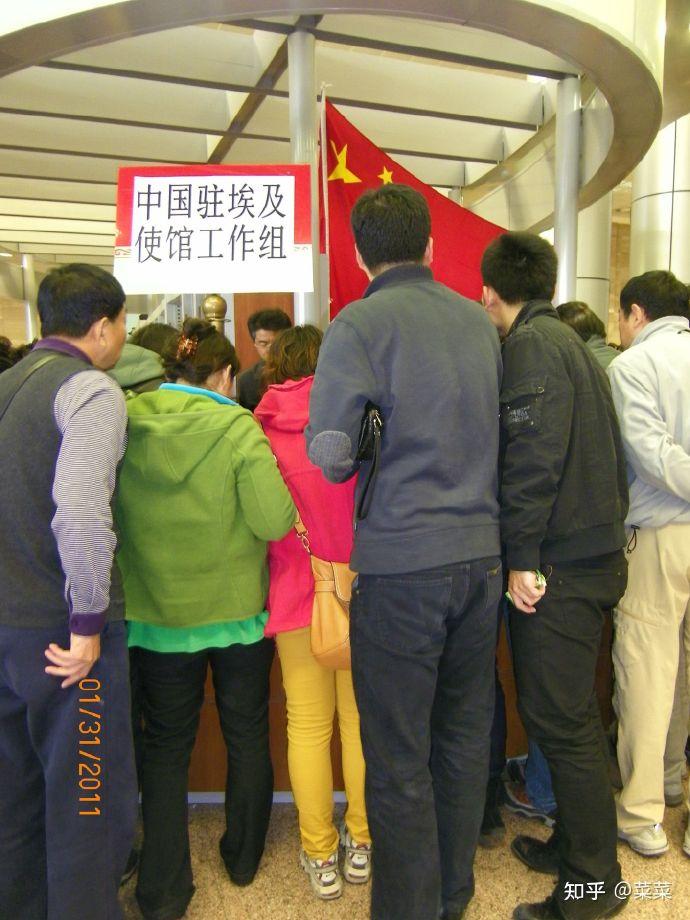 中国小伙在约旦旅行时遭抢劫,拿出五星红旗后被放走,说明了什么?