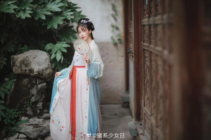 抖音网红小姐姐可爱coser之猪系少女月