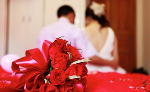 很多地方年轻人结婚,女方都要房,要彩礼,狮子大开口