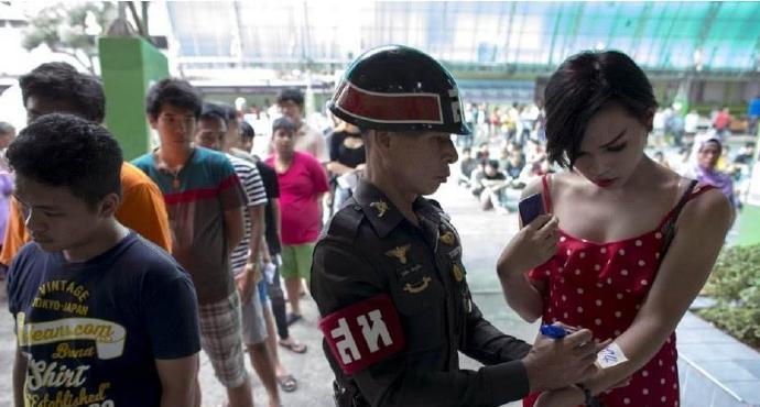 泰国征兵现场,比彩票还刺激
