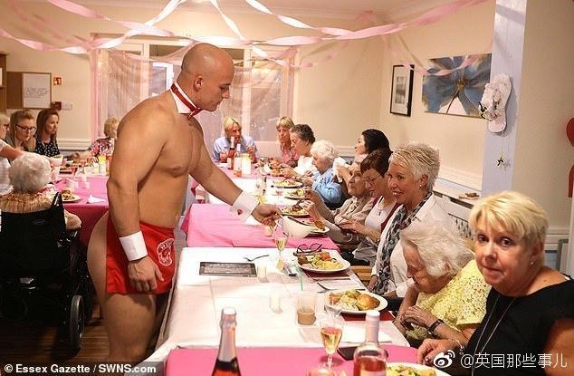 """养老院里89岁的老奶奶反复要求""""想见小鲜肉""""……于是,贴心的护工就给大家准备了一场无比香艳赤鸡的惊喜晚餐【多图】 杂七杂八"""