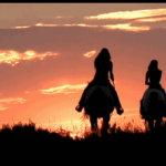 黄昏日落草原骑马女人gif动态图片
