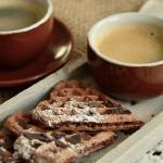 色味俱佳的心形华夫饼下午茶高清壁纸