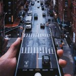 手机中的道路创意摄影图片