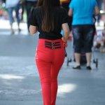 街拍紧身裤美女高清写真