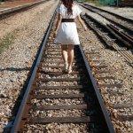铁轨美女背影人体艺术摄影