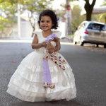 小女孩穿婚纱人体艺术摄影