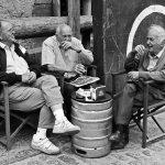 外国老人聊天人体艺术摄影
