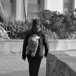 背包男人黑白背影人体艺术摄影