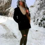 雪中打伞美女人体艺术摄影