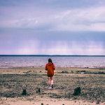 海滩女生背影人体艺术摄影