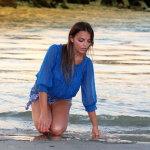 蓝色雪纺衫海滩美女写真人体艺术摄影