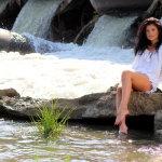 河边美腿美女人体艺术摄影