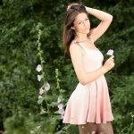 粉色连衣裙美女人体艺术摄影