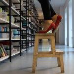 书馆踮脚尖人体艺术摄影