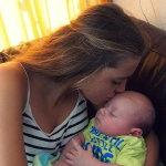 妈妈亲吻宝宝人体艺术摄影