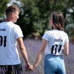 穿情侣T恤情侣人体艺术摄影