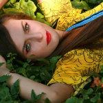 草丛性感美女人体艺术摄影