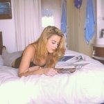 读书美女人体艺术摄影