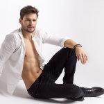 性感白衬衫帅哥人体艺术摄影
