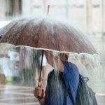 下雨打伞人体艺术摄影