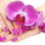 紫红色美甲人体艺术摄影
