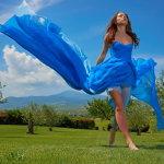 蓝色裙装美女人体艺术摄影