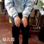 小学中学学生标准坐姿示范搞笑图片