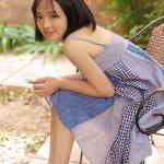 乡村邻家素人美女吊带短裙私房床上人体艺术清纯写真