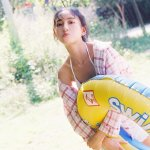清纯泳装美女娇嫩丰满身材阳光养眼湿身夏日写真图片