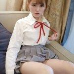 萝莉美女伊小七制服短裙写真