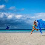 沙滩跳跃的比基尼美女最大胆人体系艺人图片