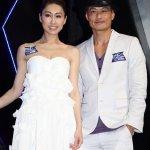 TVB女星胡定欣性感美背活动照