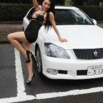 龚玥菲变身性感车模秀美腿写真