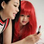 女星钟丽缇携女儿拍摄梦幻写真