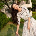佟丽娅清新迷人写真展甜美笑容