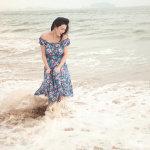 余薇薇海边妩媚迷人写真照