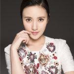 演员杨祖青白裙写真尽显优雅气质